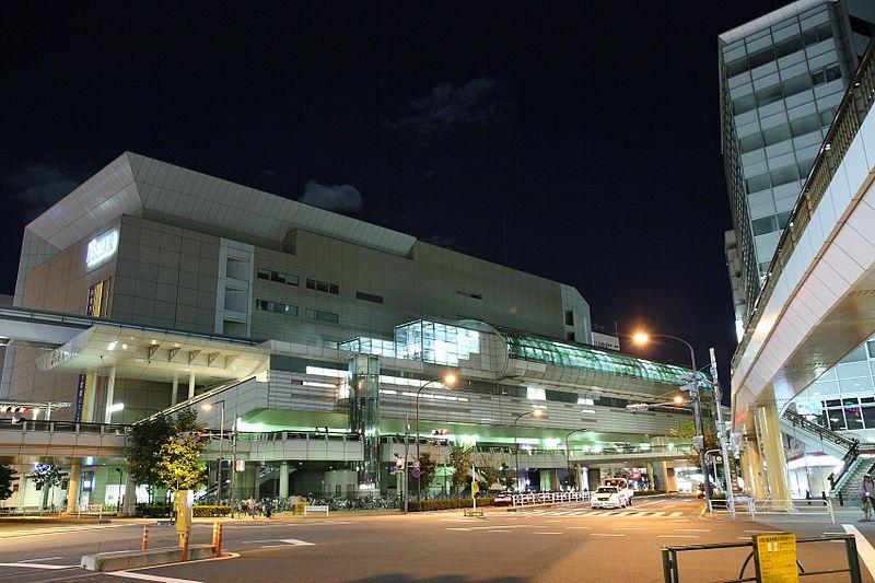 Tachikawa-Kita_Station_and_Isetan_20061007