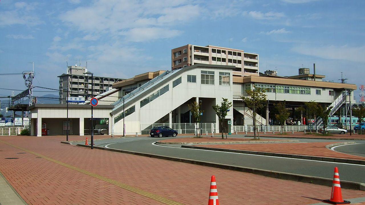 1280px-Nishitetsu_Chikushi_Station02