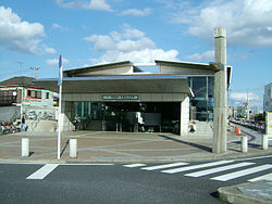 250px-Toyo-kosoku-Funabashi-nichidaimae-station-west-entrance